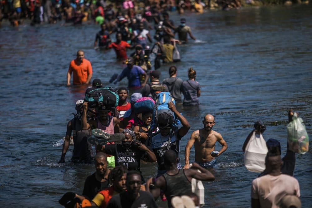 Migrantes haitianos seguían cruzando el río hacia EEUU