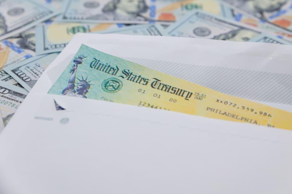 ¿Quiénes recibirán un cheque bonus de 1000 dólares?