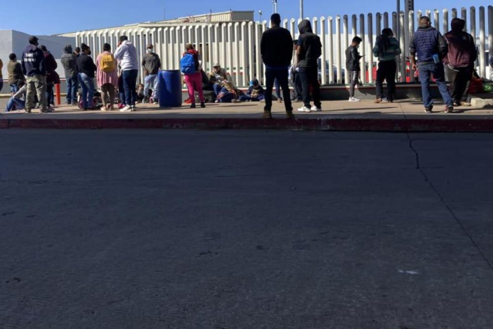 Fiscal de Texas presenta una moción para que Gobierno aplique programa 'Permanecer en México'