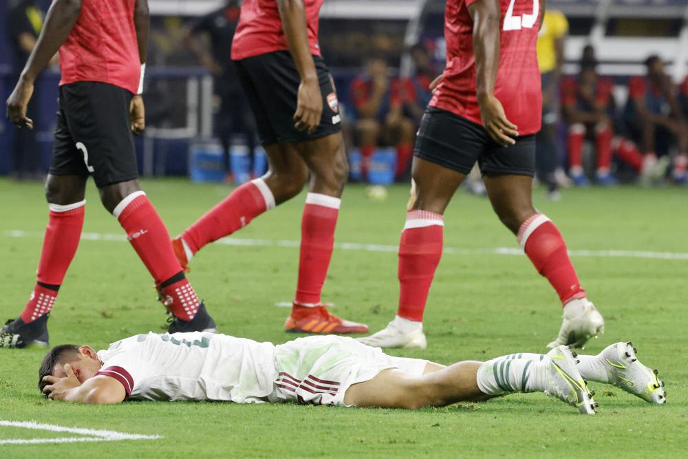 Hirving Lozano sufrió una grave lesión