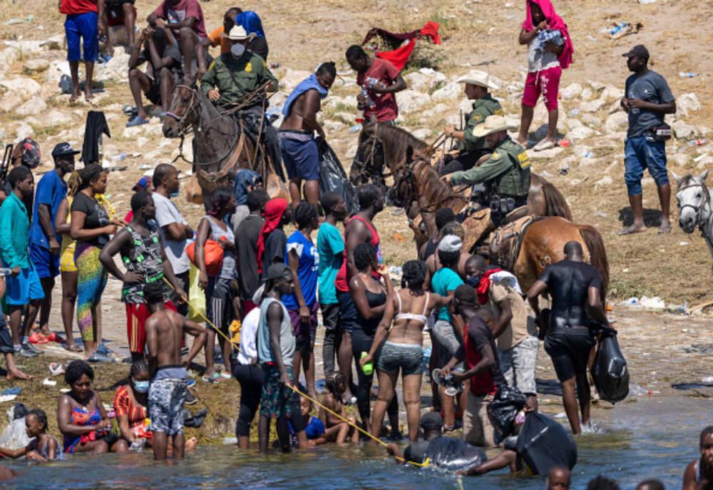 Patrulla Fronteriza con haitianos, explican que fotos parecían azotes