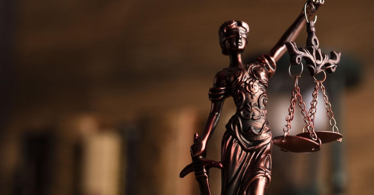 Estatua que representa justicia y ley