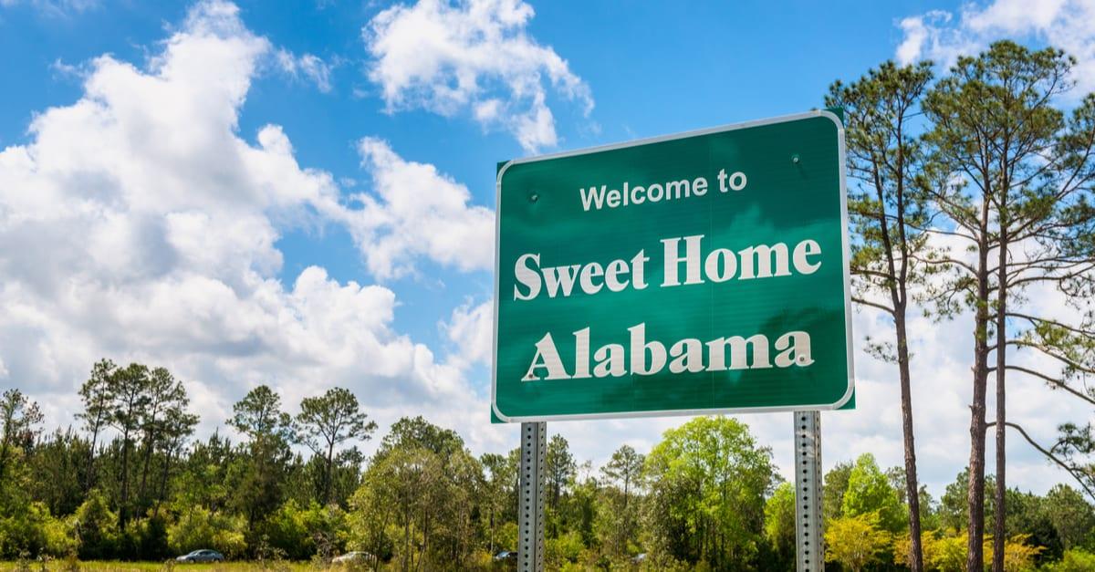 Bienvenidos al Dulce Hogar Cartel de Alabama por la carretera Interstate 10 en Robertsdale