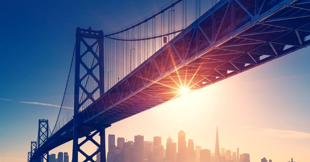 Vista retrospectiva del horizonte de San Francisco. Espíritu americano - tema de California. Antecedentes en Estados Unidos.