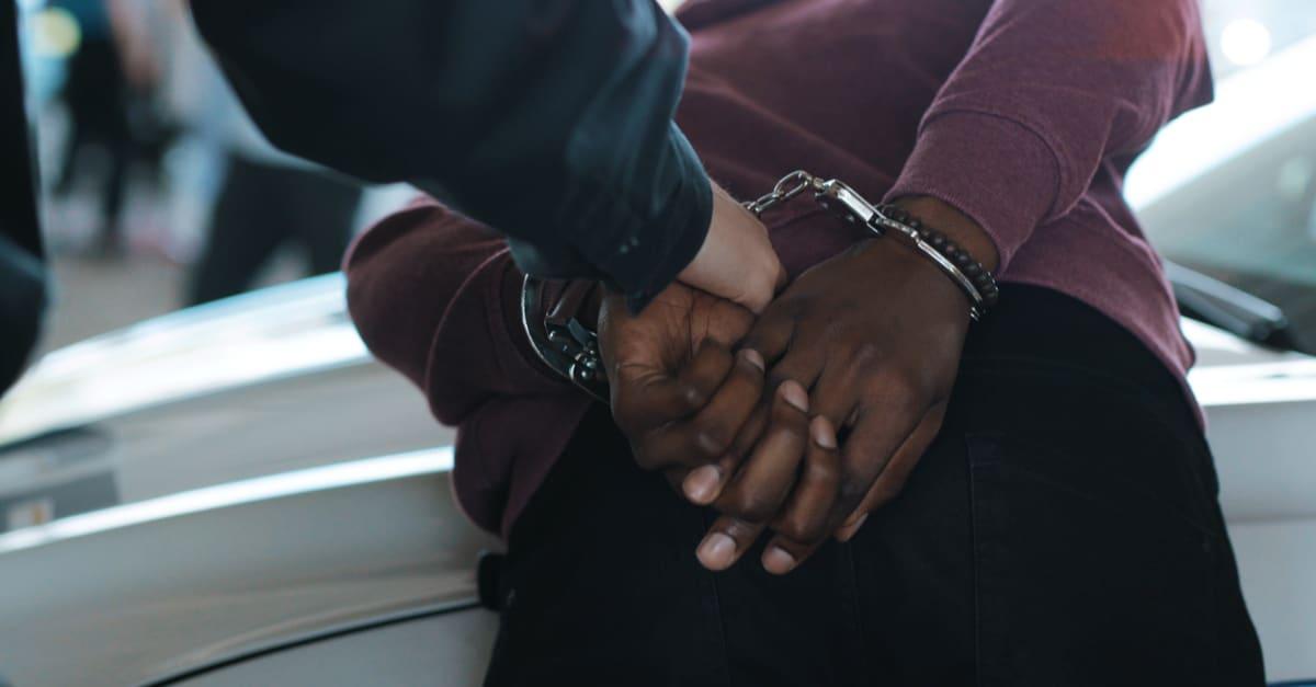 Indocumentados siendo arrestados