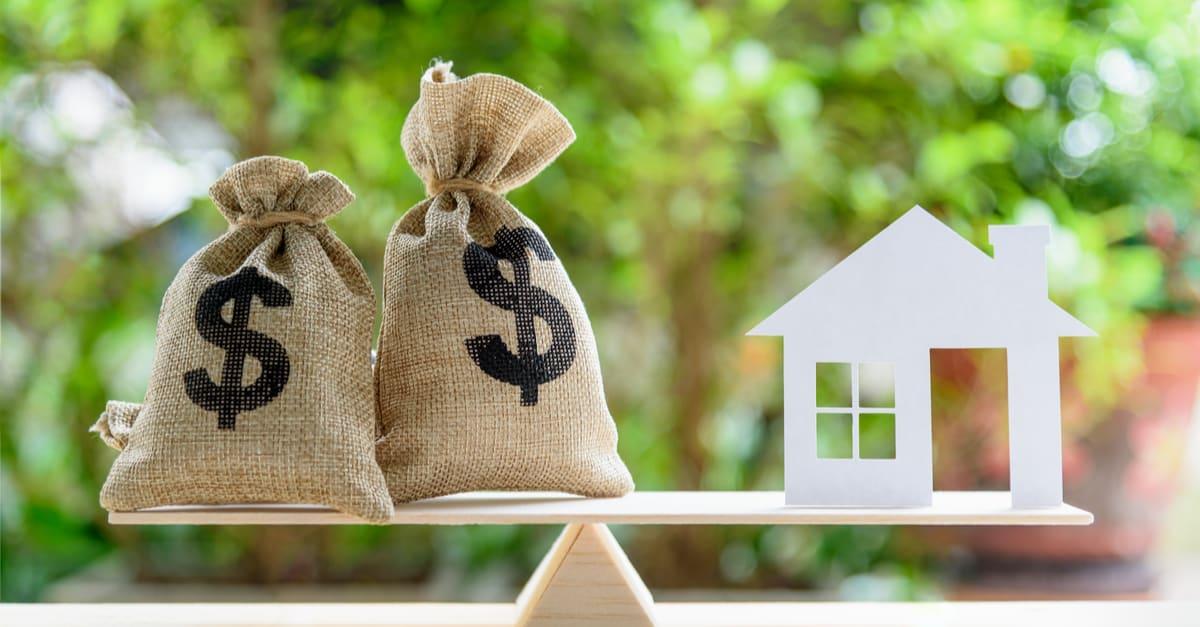 Préstamo hipotecario_hipoteca inversa o transformación de activos en concepto de efectivo_ Modelo de papel de la casa