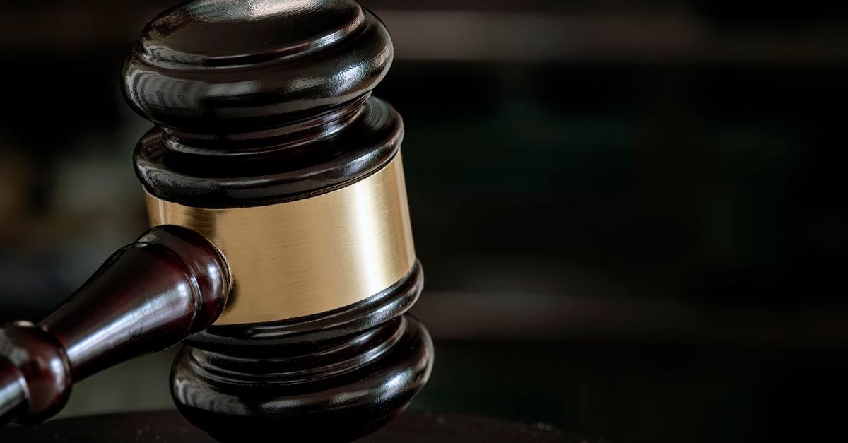 Un mazo de juez como objeto de ley