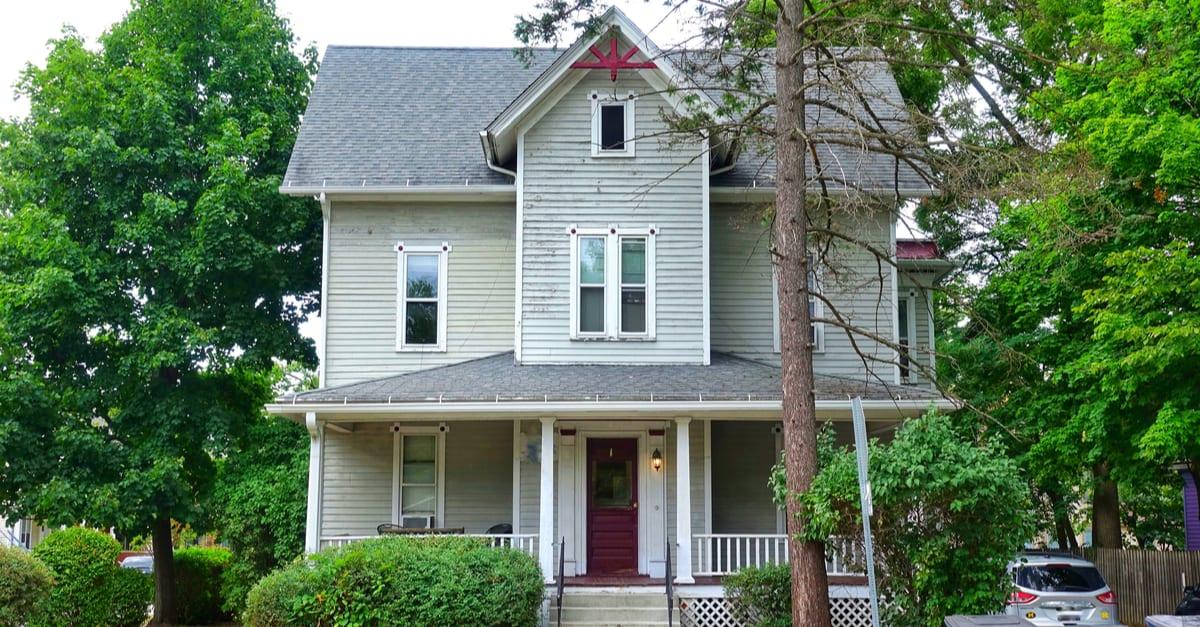 Beautiful Houses in suburb Michigan madera