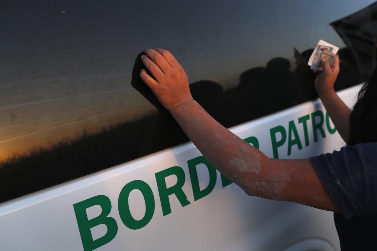 En menos de 24 horas agentes fronterizos encuentran 162 migrantes en cuatro casas