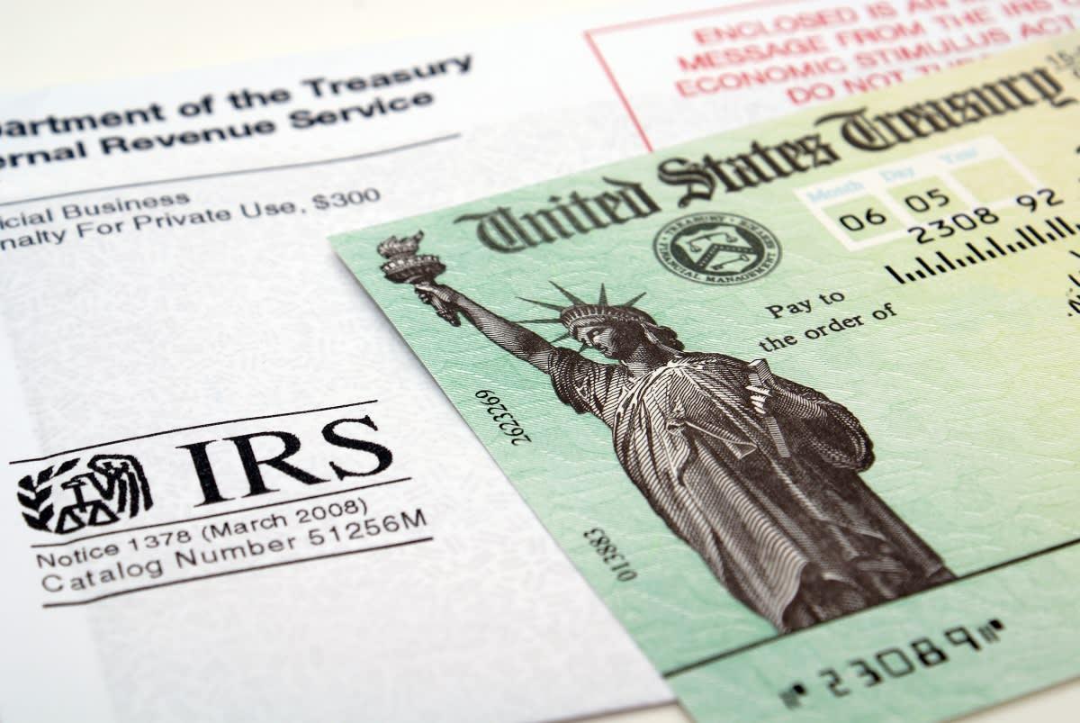 IRS pago mensual por hijos, cheques