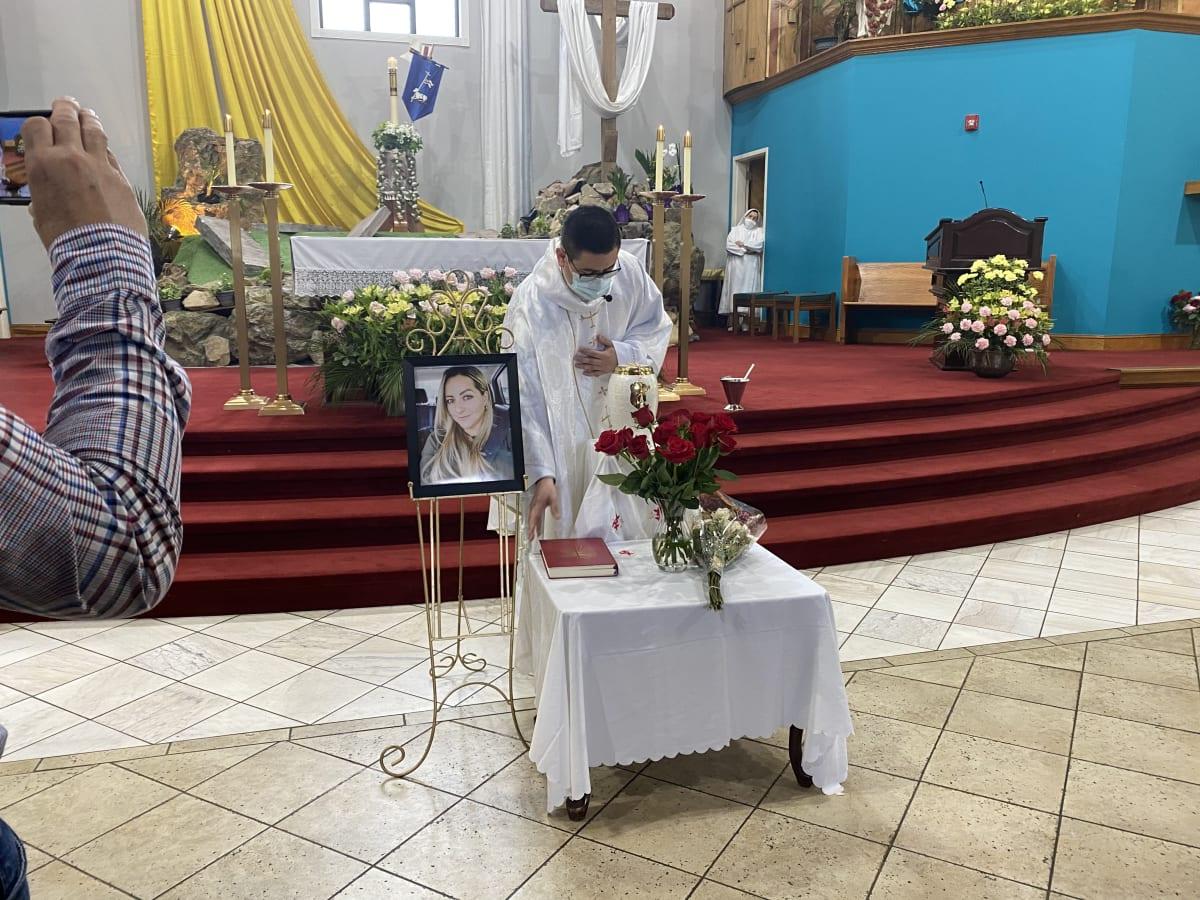Familiares y amigos de Rossana Delgado le dan el último adiós