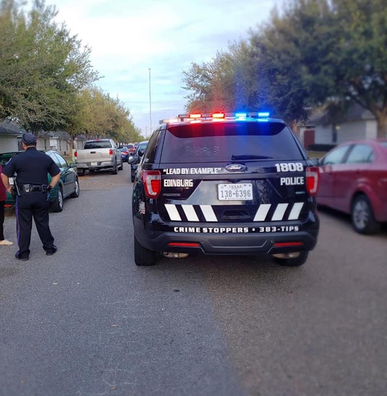 El hispano falleció esposado dentro de una patrulla
