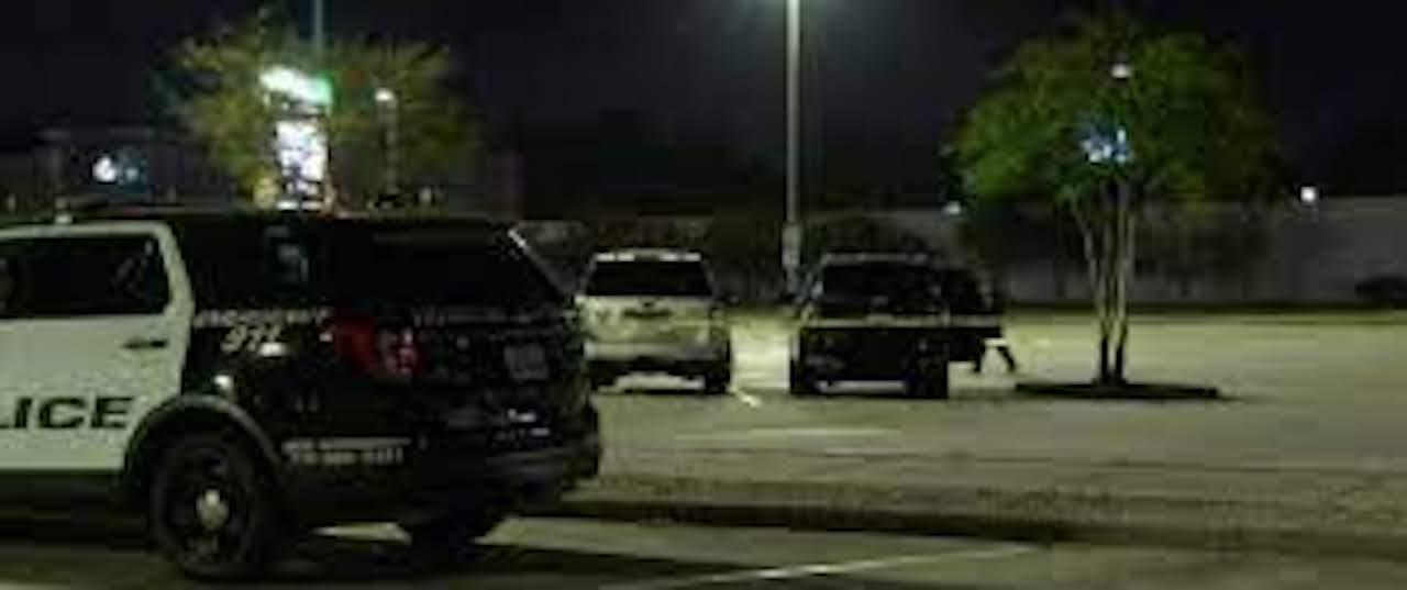 El cuerpo de Miguel Vásquez quedó tendido en el estacionamiento de un mall