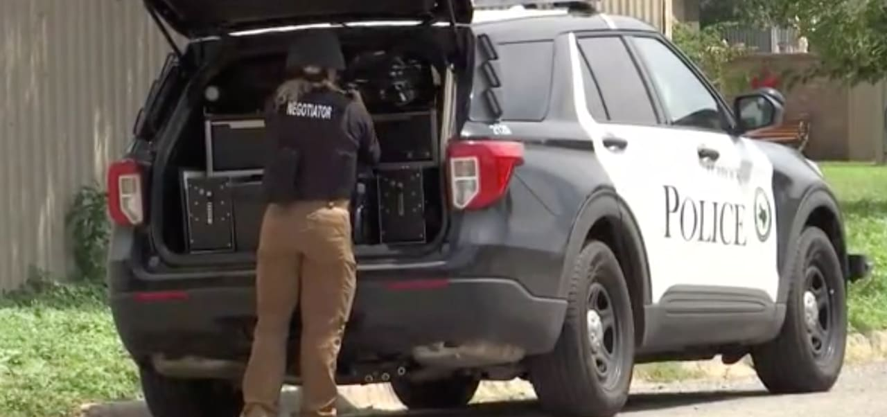 Levelland shooting leaves one cop dead and three more wounded
