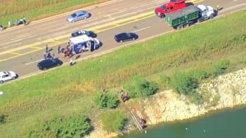 Increíble rescate luego de que un auto cayera al agua en Oklahoma