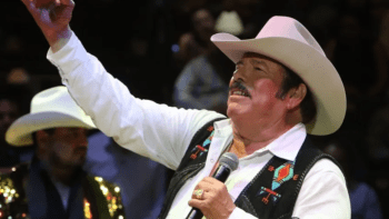 Lalo Mora reappears after scandal and apologizes for touching his fans
