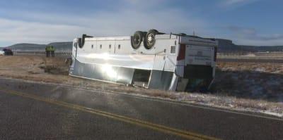 En víspera del Thanksgiving vuelca autobús en Colorado con 49 hispanos