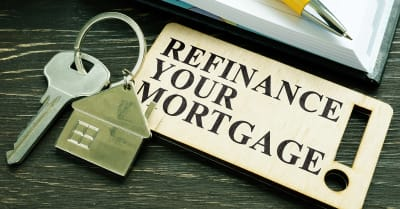 Refinancia tu frase de hipoteca y clave con una pequeña casa.
