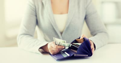business, trabajos finance, saving, banking and people concept - close up of woman hands with wallet and us dollar money