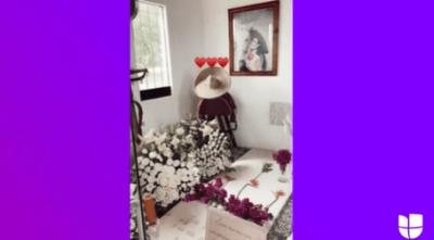 Le cantan las mañanitas; Ángela Aguilar muestra el lugar en donde reposan los restos de su abuela Flor y su abuelo Antonio