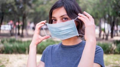 Nuevas medidas coronavirus CDC, personas completamente vacunadas, mascarillas