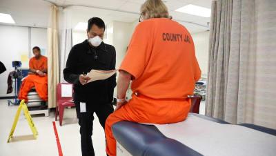 Policías dan positivo por coronavirus en Houston y los envían a cuarentena en casa