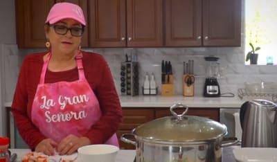A punto de preparar un platillo, mamá de Jenni Rivera dice no se casen jóvenes Señora Rosa Rivera
