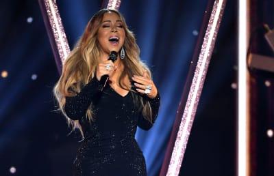 Mariah-Carey-performs-during-the-2019-Billboard-Music-Awards-at-MGM-Grand-Garden-Arena