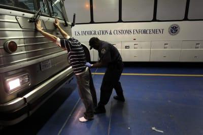 ICE detiene indocumentados Texas Casa de seguridad