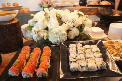 Mesera es 'humillada' con 1 dólar de propina, luego que clientes pidieran sushi por 370 dólares (FOTO)