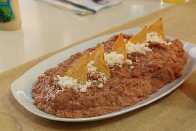 Hondureña se queja de frijoles que le dieron mexicanos para comer (VIDEO)