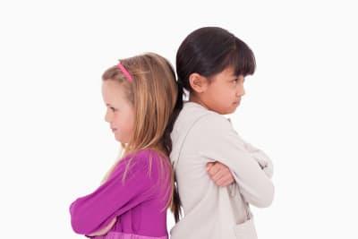 Amistades posesivas: Cómo enseñarle a tu hijo a no ser celoso de su mejor amigo