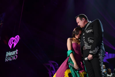 Ángela Aguilar emite mensaje que 'derrite corazones' y su papá la apoya