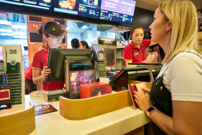 McDonald's demands to wear masks again to customers and employees