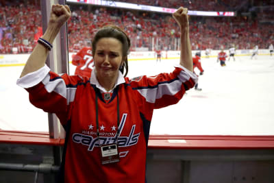 American-Actress-Lynda-Carter-poses-for-a-photo-prior-to-Game-Four