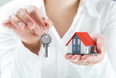 Importancia del crédito para comprar una casa en Estados Unidos