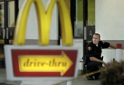 Mujer dispara empleados McDonald's Oklahoma City coronavirus