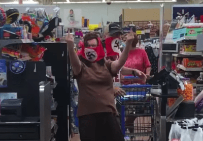 Máscara de esvástica: Walmart prohíbe entrada a pareja que las usaba