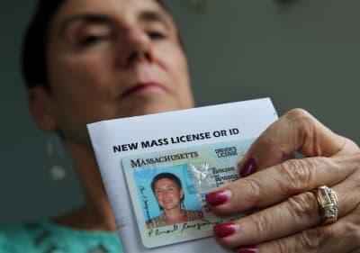 Indiana podría ofrecer licencias de conducir a inmigrantes indocumentados