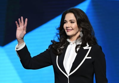 Actress-Lynda-Carter-waves-as-she-walks-onstage-during-the-2018-NHL-Awards-presented-by-Hulu-GettyImages-984417274-scaled.jpg