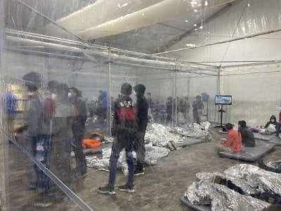 Crónica Mexicano burla autoridades