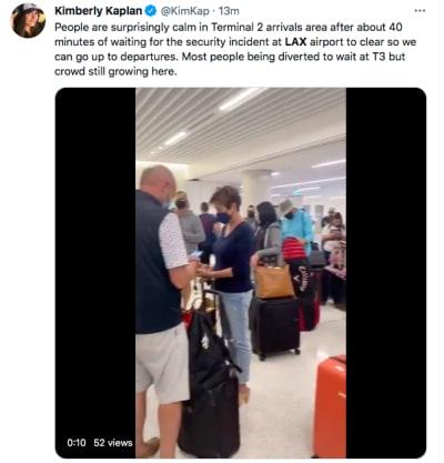 Gente esperando en el aeropuerto