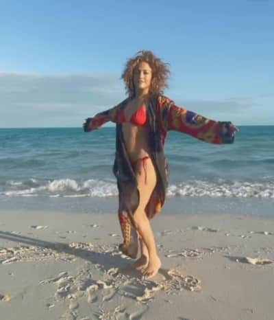 JLo despeinada bikini rojo, Jennifer López