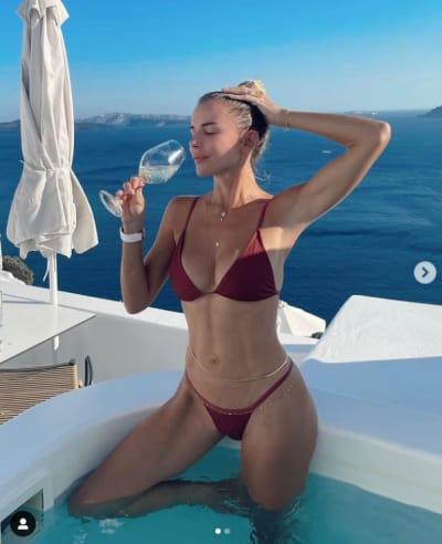 """La esposa del Temerario, Priscila Ángel, aparece en bikini y la esposa de Luis Fonsi, Águeda López le """"hace competencia"""""""