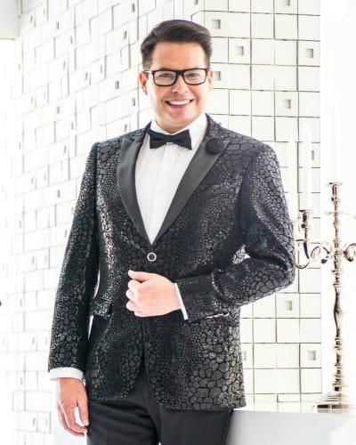 Douglas Tapia: El diseño de moda de misses también se reinventa en crisis del coronavirus