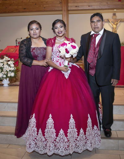 Samantha García con sus padres Valeriano García y Enedina Martín