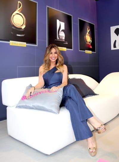 Myrka Dellanos suple a Adamari con falda que deja ver su curvilínea figura (FOTOS)