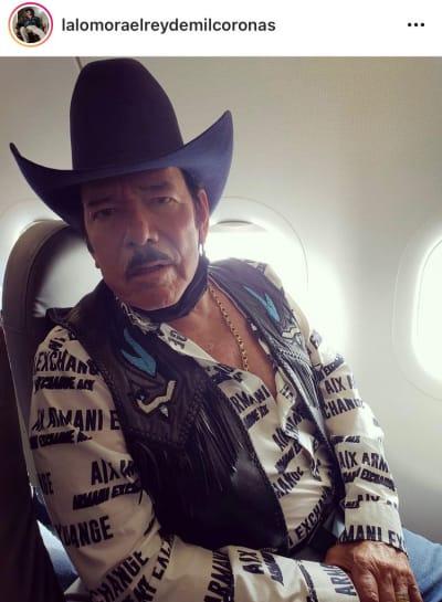 """""""En su concierto no hubo sana distancia"""" Critican a Lalo Mora por besar y manosear a sus fanáticas"""