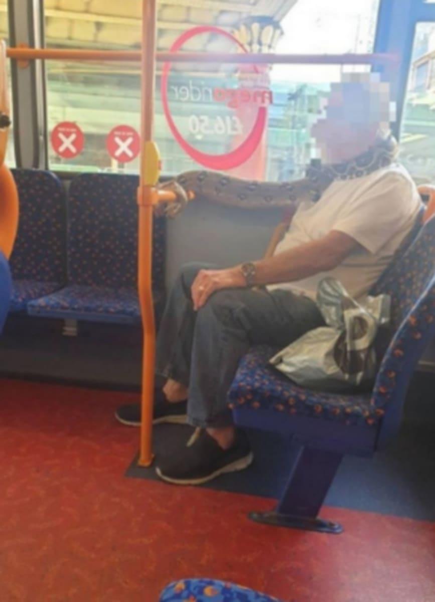 Curioso: Tapabocas letal causa pánico en autobús (VIDEO y FOTOS)