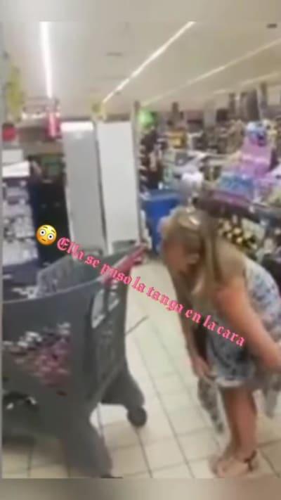 mujer tanga cubrebocas